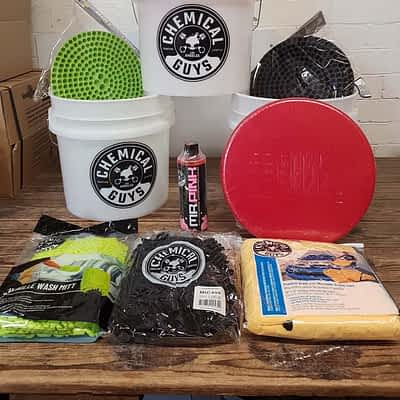 Chemical Guys Detailing Buckets Mega Kit + Lid, Mitts, Wash Soap, Drying Towel