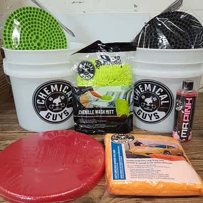 Chemical Guys Detailing Buckets Starter Pack + Lid, Wash Soap & Drying Towel
